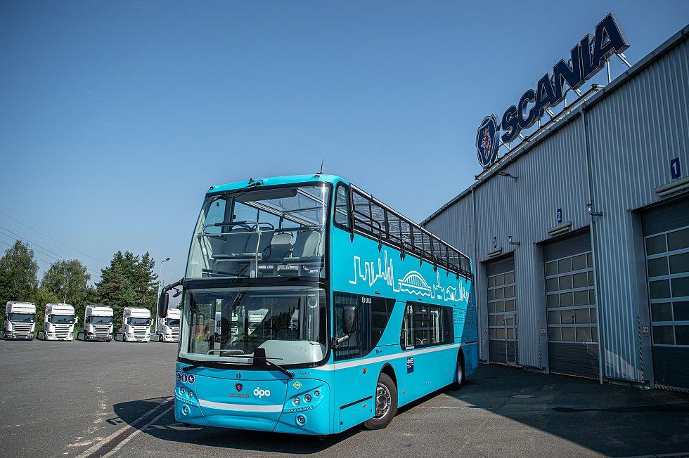 Prezentaci dvou dvoupatrový autobus (double decker), které chce město Ostrava využívat k turistickým účelům, 10. srpna 2020 v Paskově.
