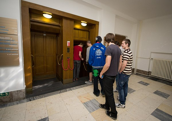 Jeden zmála ostravských oběžných výtahů je ivbudově Nové radnice. Denně se jím přepraví stovky lidí.