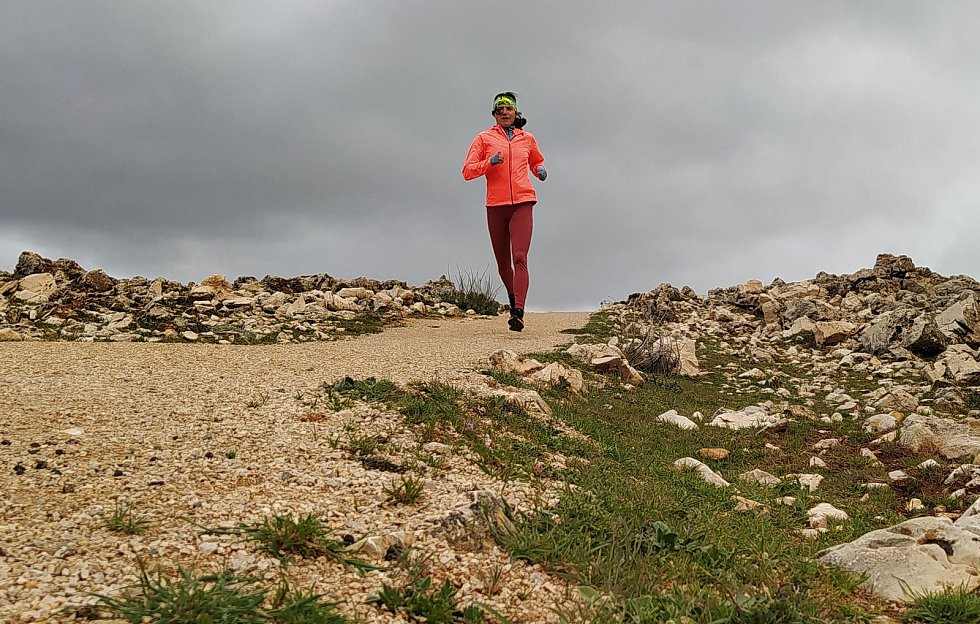 Tréninkový pobyt v severoafrické zemi se české atletce kvůli čínské nákaze protahuje.
