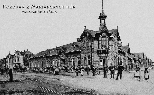 Hostinec Ukoule vČertově Lhotce (Mariánských Horách) byl postaven vroce 1888a sloužil také ke společenskému životu. Byl zde založen odborářský spolek Prokop.