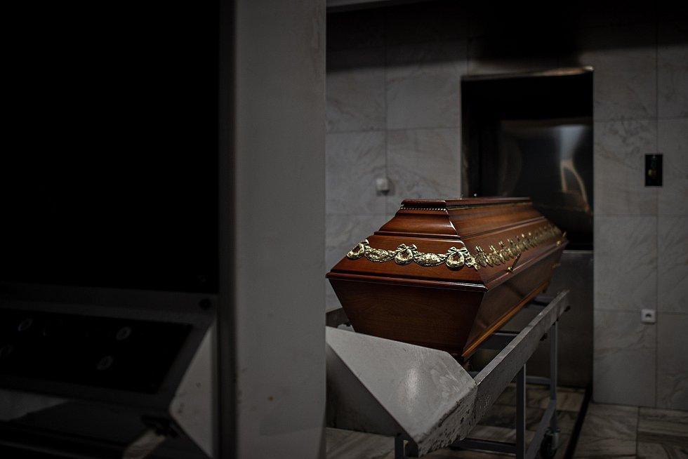Krematorium Ostrava nestíhá zpopelňovat zemřelé