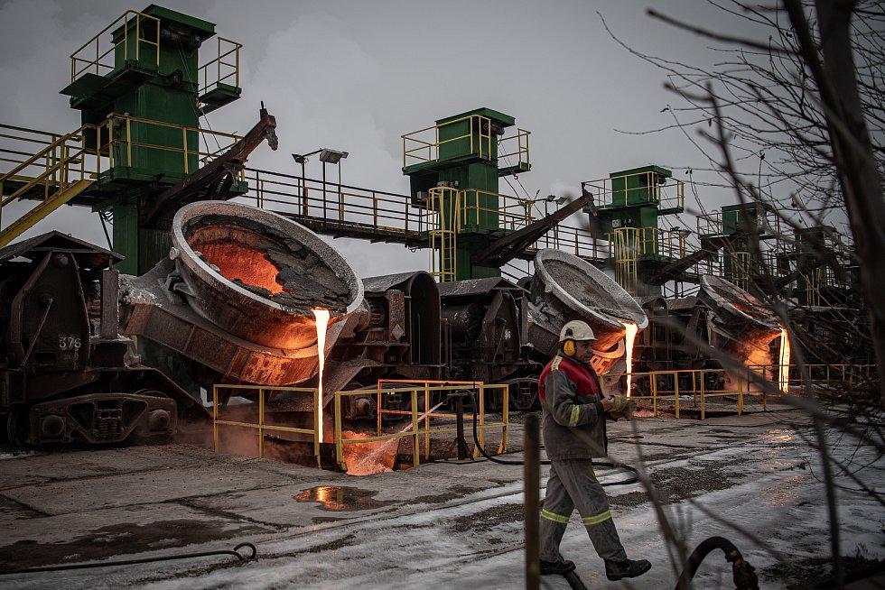 Zimní provoz ve struskárně společnosti Liberty Ostrava, 10. února 2021. Na snímku struskové pánve, takzvané koliby.