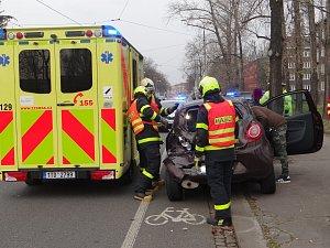 Nehoda tramvaje s osobním autem
