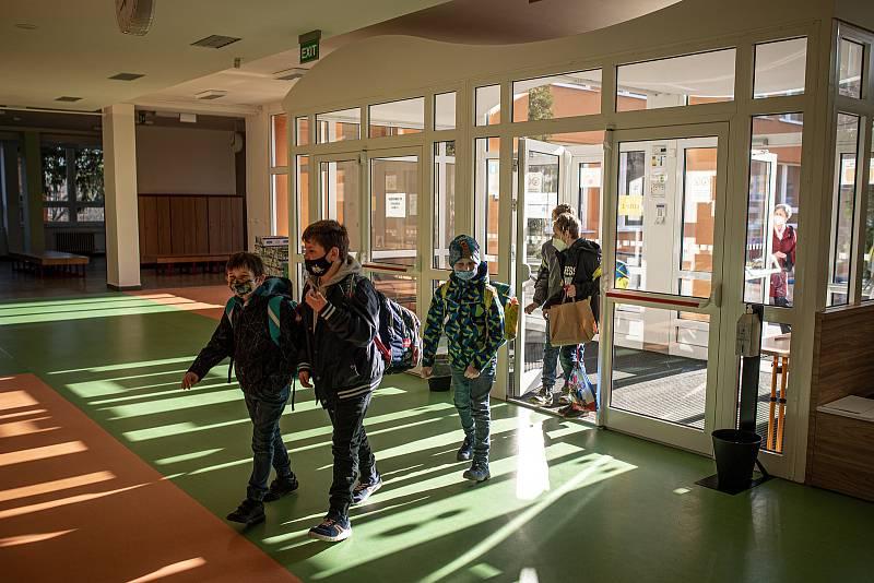 Opatření proti covidu a testování na základních školách. Ilustrační foto.