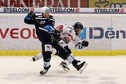 Utkání 30. kola hokejové extraligy: HC Vítkovice Ridera - HC Škoda Plzeň, 28. prosince 2018 v Ostravě. Na snímku (zleva) Jay Conor Allen, Radoslav Tybor.