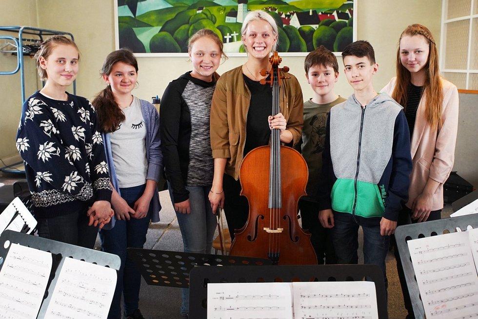 Tvrdí, že od profese hudebního pedagoga ji neodradila ani předchozí rodinná zkušenost, ba naopak.