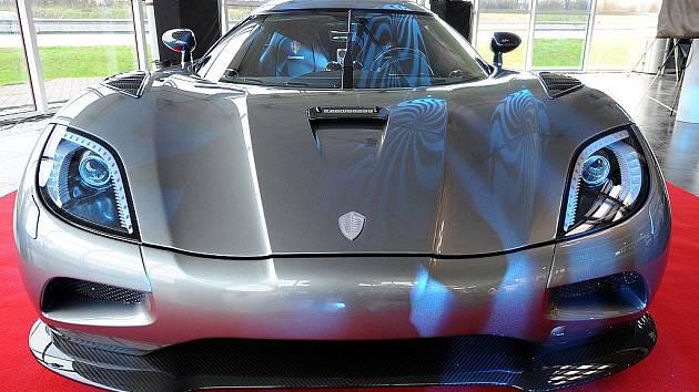 Koenigsegg Agera. Unikátní vůz v hodnotě 1 000 000 EUR představil ve čtvrtek veřejnosti prodejce luxusních vozu AR Cars v Ostravě-Hrabové.