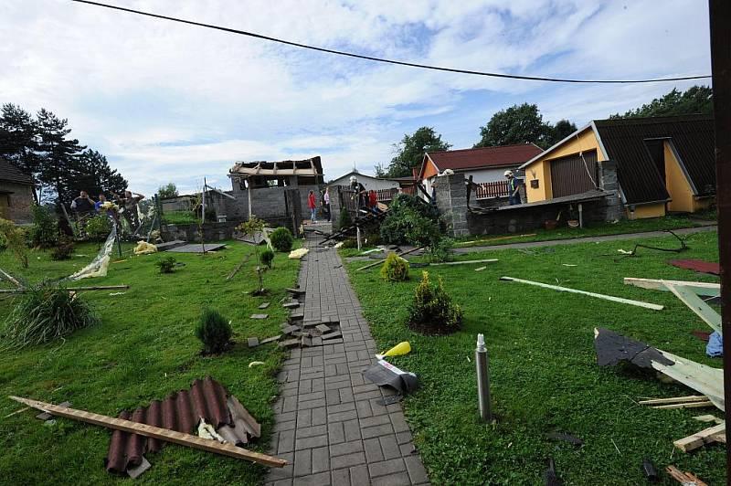 Následky ničivého tornáda ve Vratimově, srpen 2010.