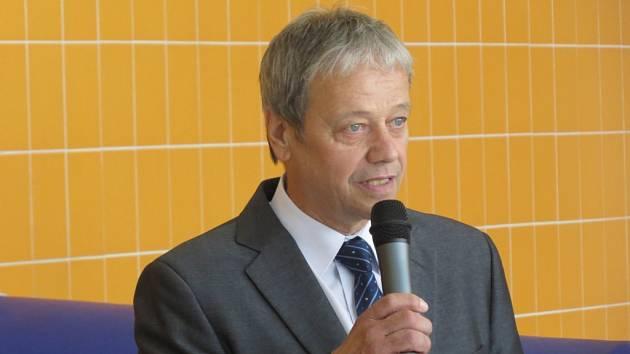 Na snímku je dlouholetý starosta města při loňském slavnostním otevření nového bazénu v Brušperku.