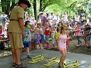 Pohádkou a promenádním koncertem pokračovala v neděli 11. srpna série letních nedělních programů v parku za Kulturním domem Radost v Havířově.