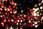 Den druhý po střelbě ve Fakultní nemocnici Ostrava (FNO), 11. prosince 2019 v Ostravě. Na snímku svíčky před budovou FNO.