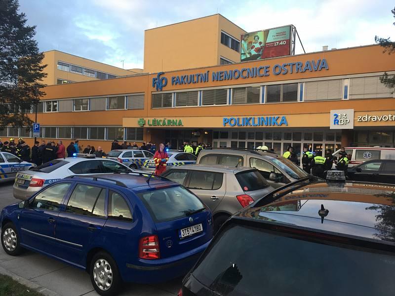 Střelba ve Fakultní nemocnici Ostrava - zásah policie na místě, úterý 10. prosince 2019.