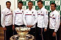 Čeští reprezentanti před utkáním prvního kola Davis Cupu 2014.