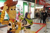 Výstavu soch z oblíbené dětské stavebnice připravil v ostravském Futuru tým společnosti Lego.