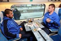 Fotbalisté i trenér ostravského Baníku hodili poslední remízu s pražskou Spartou za hlavu a vzhlížejí ke středečnímu duelu v Kladně, kam v úterý odpoledne odjeli pendolinem z ostravského hlavního nádraží.