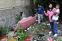 Napětí mezi slušnými a nepřizpůsobivými obyvateli Nájemnické ulice v Mariánských Horách a Hulvákách se stupňuje.