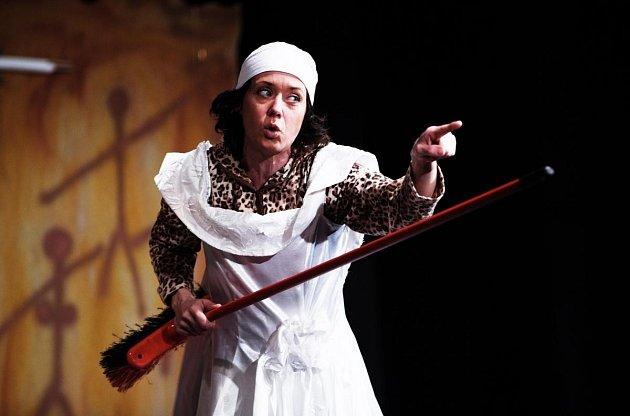 Zdivadelní komedie Cavewoman