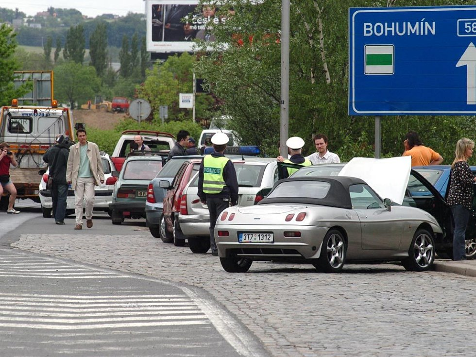 Hromadná nehoda na Mariánskohorské ulici