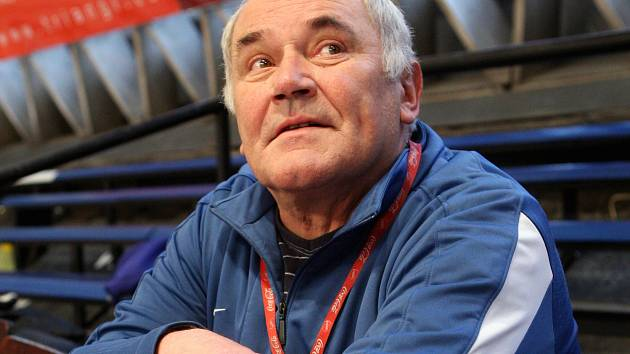 LEGENDA-JUBILANT. Zdeněk Hummel, bývalý výborný hráč a později i vynikající trenér, ve čtvrtek oslavil sedmdesáté narozeniny.