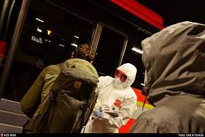Převoz cestujících z evropských zemí do jejich domovů v MS kraji hasičským autobusem.