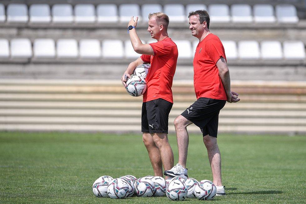 První trénink fotbalového týmu FC Baník Ostrava, 21. června 2021 v Kroměříži. Na snímku vlevo Jan Baránek.