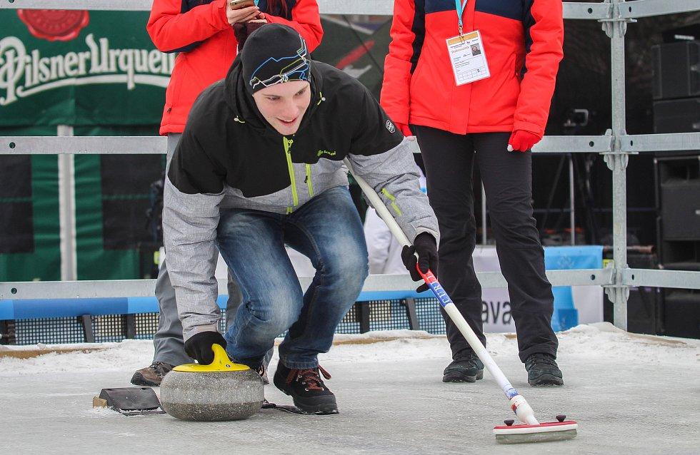 Olympijský festival u Ostravar arény. Curling
