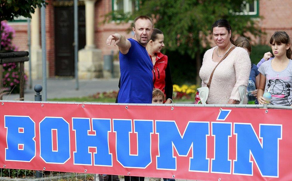 ŠÉFTRENÉRKA RHC SOKOL PORUBA Alena Humlová sleduje společně s Jaroslavem Kalousem Balldance Open v Bohumíně.