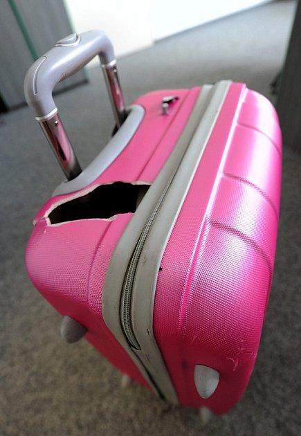 Takto dopadl kufr Martiny Kubíčkové po návratu z letní dovolené.