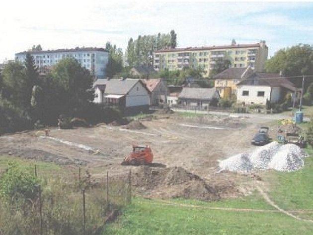 Práce jsou v plném proudu. Sedmá etapa regenerace sídliště Radotín v Bílovci začala na začátku měsíce, hotovo má být do konce roku.
