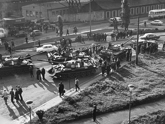 Snímek ze srpnové okupace Československa v roce 1968.