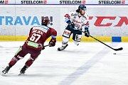 Utkání předkola play off hokejové extraligy - 2. zápas: HC Vítkovice Ridera - HC Sparta Praha, 12. března 2019 v Ostravě. Na snímku zleva Jiří Smejkal, zprava Peter Trška.
