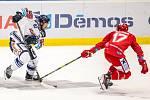 Utkání 33. kola hokejové extraligy: HC Vítkovice Ridera - HC Oceláři Třinec, 17. září 2019 v Ostravě. Zleva Šimon Stránský z Vítkovic a Filip Haman z Třince.