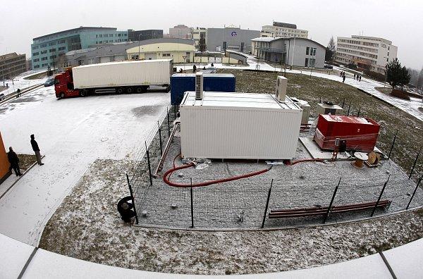 První část superpočítače dorazila do Ostravy.