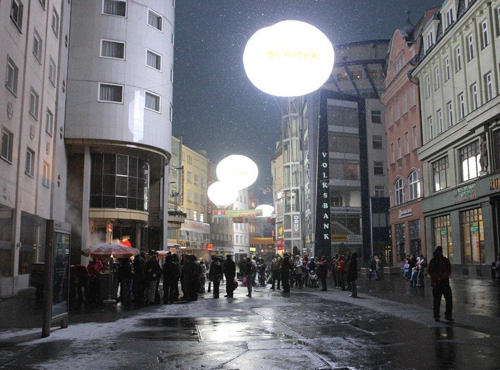 Světelné balóny rozzářily centrum Ostravy