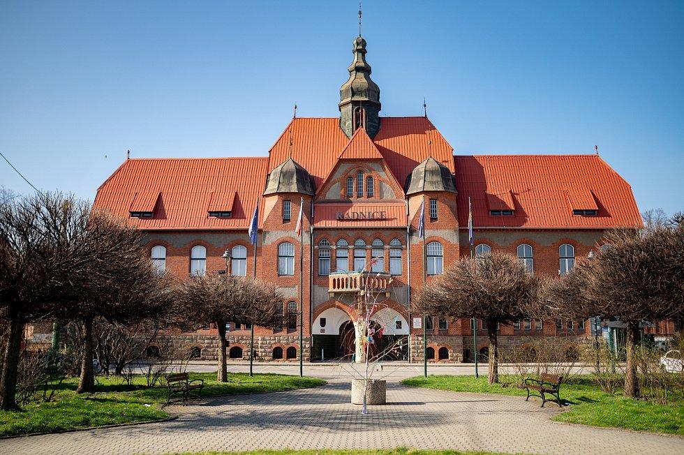Velikonoční výzdoba na Mírovém náměstí v Ostravě. 2. dubna 2021.