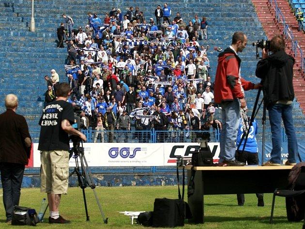 Fotografování fotbalových fanoušků Baníku Ostrava.