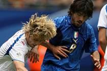 Gennaro Gattuso (vpravo) na snímku s Pavlem Nedvědem.