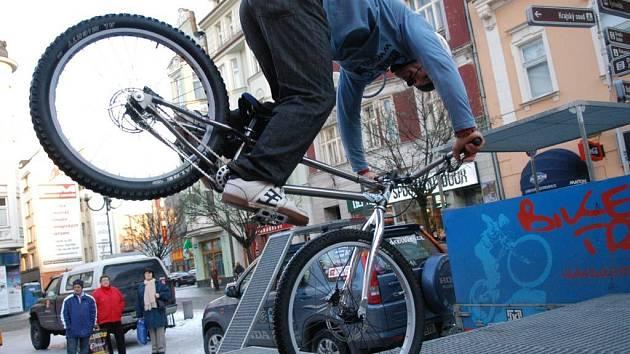 Exhibicí moravskoslezskou metropoli poctil dvojnásobný mistr světa a dvacetinásobný mistr republiky v biketrialu, šestatřicetiletý Josef Dressler.