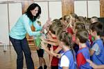 Šárka Kašpárková, mistryně světa a olympijská medailistka v trojskoku, se již dlouho věnuje projektu cvičení pro děti. Rodačka z Karviné teď v době nouzového stavu ráda chodí na procházky.