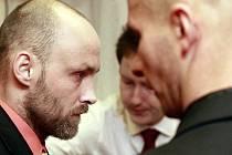 Pavel Matušek (vlevo) a Marek Polák (vpravo) před soudem prohlásili, že svého činu litují.