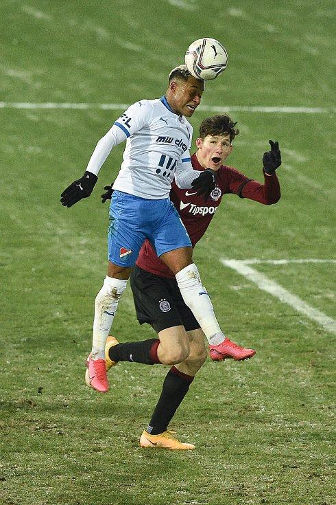 Utkání 15. kola první fotbalové ligy: FC Baník Ostrava - AC Sparta Praha, 17. ledna 2021 v Ostravě. (zleva) Dyjan Carlos De Azevedo z Ostravy a Martin Vitík ze Sparty.