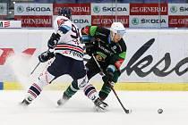 Utkání 35. kola hokejové extraligy: HC Vítkovice Ridera - HC Energie Karlovy Vary, 13. ledna 2019 v Ostravě. Na snímku (zleva) Jakub Lev, Tomáš Mikúš.