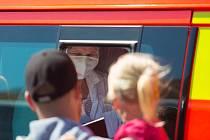 Ani v průběhu Velikonoc nepřestali hasiči pomáhat s repatriací občanů, kteří se do vlasti složitě vracejí kvůli opatřením proti šíření nemoci COVID-19.