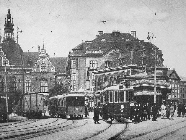 Tramvaje poháněné elektřinou se v ostravských ulicích objevily až v květnu 1901. Ale ještě dlouho trvalo, než parní lokomotivy zmizely z ulic nadobro.