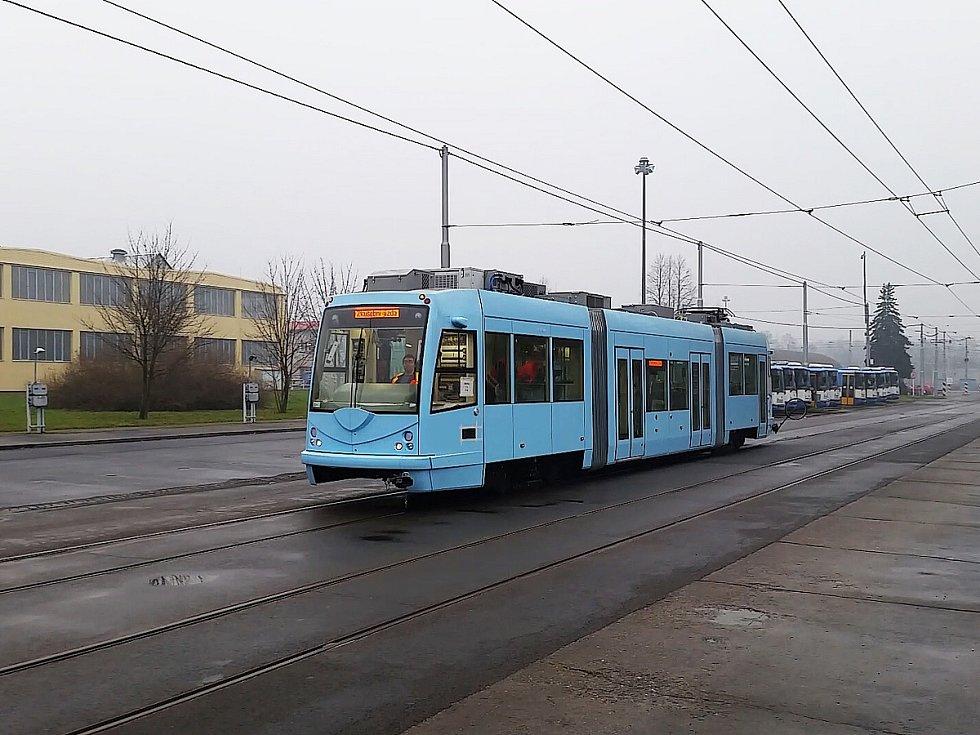 Tramvaj na baterky s názvem Inekon Trio-12, kterou si objednalo město Seattle v USA, se testovala v Ostravě.