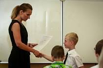 Žákům a studentům končí školní rok.