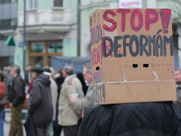 Ostravané v úterý 11. března na Jiráskově náměstí protestovali proti americkému radaru a současným sociálním reformám.