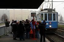 Ostravský dopravní podnik a kroužek přátel MHD připravil na sobotu pro děti jízdu historickou tramvají v doprovodu Mikuláše, čertů a andělů.