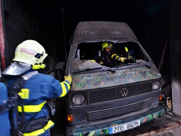 Zásah hasičů upožáru obytné dodávky.