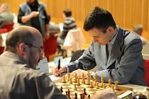 David Navara (vpravo), nejlepší český šachista, si na otevřeném mistrovství republiky vypracoval před soupeři uklidňující náskok.